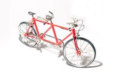 Dois-pessoas do modelo da bicicleta do brinquedo fotos de stock