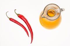 Dois pimentas vermelhas e azeites Imagem de Stock