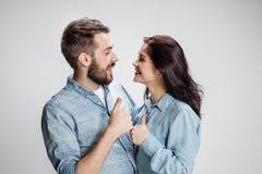 Dois povos de sorriso novos com gesto dos polegares-acima Foto de Stock