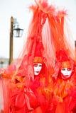 Dois povos em trajes vermelhos Imagem de Stock Royalty Free