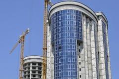 Dois prédios sob a construção fotos de stock