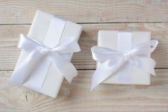 Dois presentes brancos Fotos de Stock Royalty Free