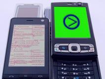 Dois programação do código fonte dos telefones móveis PDA fotos de stock royalty free