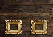 Dois quadros velhos na parede de madeira Foto de Stock Royalty Free