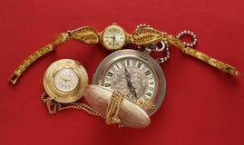 Dois relógios de bolso e handwatch Fotografia de Stock Royalty Free