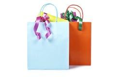 Dois sacos de compra com presentes para dentro Fotos de Stock
