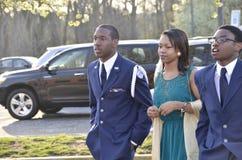 Dois studentas altos de ROTC junto com sua data fotografia de stock royalty free
