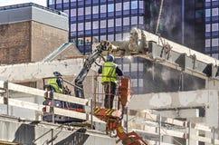 Dois trabalhadores da construção com jackhammer foto de stock royalty free