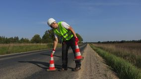 Dois trabalhadores de construção de estradas na estrada filme