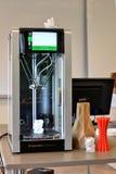 Dois trabalho de cópia terminado impressora do filamento 3D Tecnologia nova da impressão Foto de Stock
