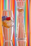 Dois vasos de vidro & cor brilhante Fotografia de Stock