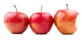 Dois vermelho Apple e Apple mordido isolados fotografia de stock