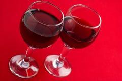 Dois vidros com vinho vermelho Fotografia de Stock Royalty Free