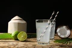 Dois vidros da água do coco Imagem de Stock