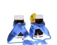 Dois vidros da obscuridade mulled do vinho - lenços azuis Imagens de Stock Royalty Free