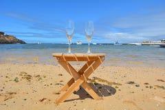 Dois vidros de Champagne In Paradise Island Fotos de Stock