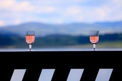 dois vidros de vinho cor-de-rosa Foto de Stock Royalty Free