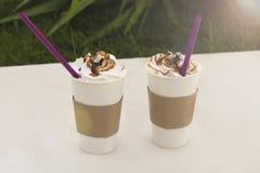Dois vidros do café com chantiliy fotografia de stock royalty free
