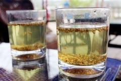 Dois vidros do chá do trigo mourisco na tabela Imagem de Stock Royalty Free