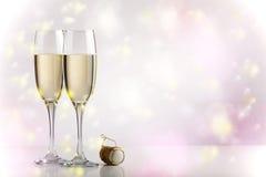 Dois vidros do champanhe com espaço da cópia imagem de stock royalty free