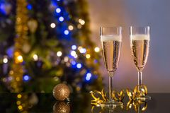 Dois vidros do champanhe na tabela Foto de Stock Royalty Free