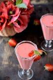 Dois vidros do cocktail da morango Imagem de Stock