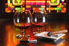 Dois vidros do conhaque com chocolate Fotos de Stock Royalty Free