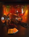 Dois vidros do conhaque com chocolate Imagem de Stock Royalty Free