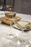 Dois vidros do vinho branco Foto de Stock