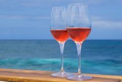 Dois vidros do vinho cor-de-rosa Foto de Stock