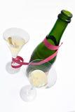 Dois vidros e frascos do champanhe foto de stock