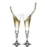 Dois vidros em um fundo branco Vidros do champanhe Respingo Fotografia de Stock