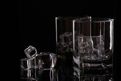 Dois vidros para o uísque com gelo Imagens de Stock