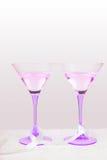 Dois vidros violetas com fita Fotografia de Stock