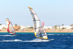 Dois windsurfers no movimento Fotografia de Stock Royalty Free