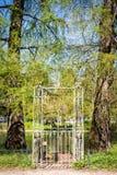 Dojazdowy drzwi jawnego ogródu jezioro fotografia stock