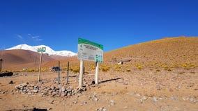 Dojazdowy znak Eduardo Avaroa Andyjskich faun Krajowa rezerwa, Boliwia zdjęcia stock