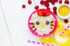 Dojna ryżowa owsianka dla dzieciaka zdrowego śniadania kształtował ślicznej kiciuni Zdjęcia Royalty Free