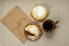 Dojni domowej roboty ciastka z sproszkowanym cukierem Fotografia Stock