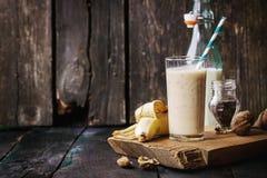 Dojny Bananowy smoothie Zdjęcia Royalty Free