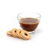 Dojny ciastko materiału czarnej jagody śmietanki i cappuccino kawy gorący isol Obraz Royalty Free