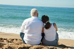 Dojrzała para przy morze wakacje zdjęcia royalty free