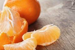 Dojrzała tangerines zbliżenia fotografia na drewnianym stole Obrazy Stock