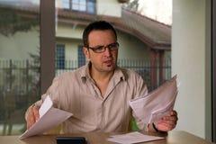 dojrzały kalkulacyjny rachunku mężczyzna Zdjęcia Stock