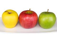 Dojrzały kolor żółty, czerwień, zielony jabłko na bielu Zdjęcie Stock