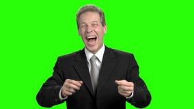 Dojrzały mężczyzna w kostiumu zostać niezwykle szczęśliwym zbiory wideo