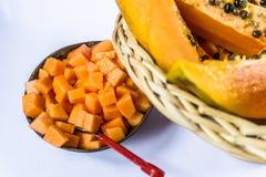 Dojrzały melonowiec w trzcina owocowym koszu na białym tle Fotografia Stock