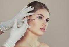 dojrzały ponad operacji plastycznej białą kobietą Zdjęcie Royalty Free