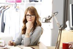 Dojrzały projektanta mody portret zdjęcia royalty free