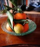 Dojrzałe mandarynki na stole Fotografia Stock